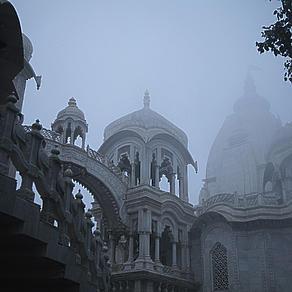 Kartik Inspirationen Tag 01 - Eintritt in Vrindavan durch das Krishna-Balaram-Mandir